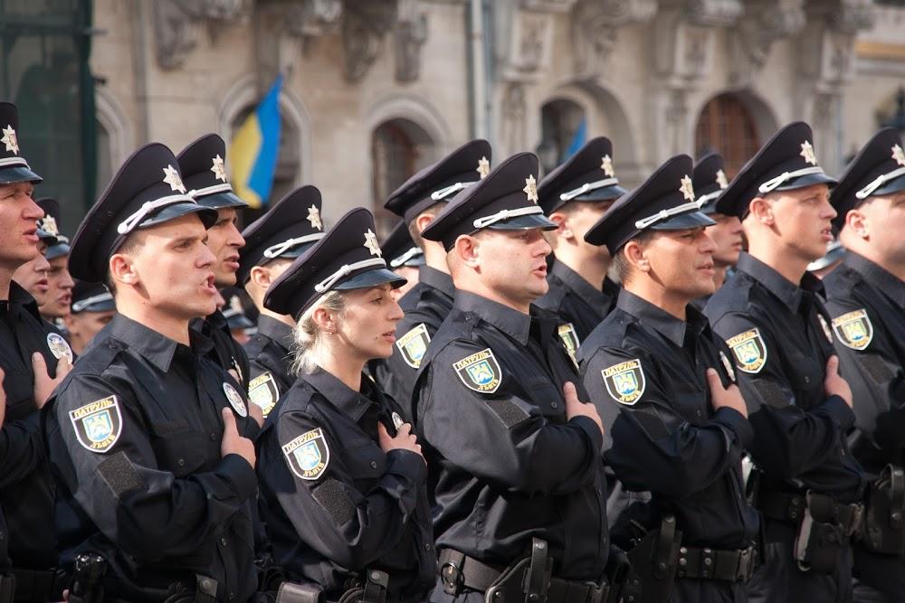 http://www.polukr.net/wp-content/uploads/2015/08/nova-policiya-lviv-291.jpg