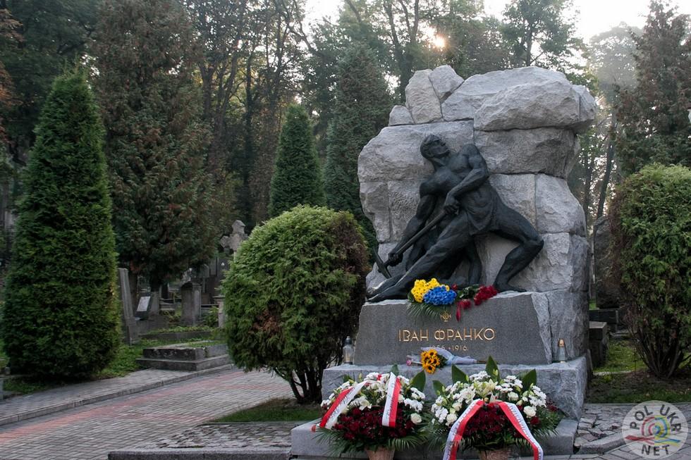 Відреставрований надгробок Івану Франку