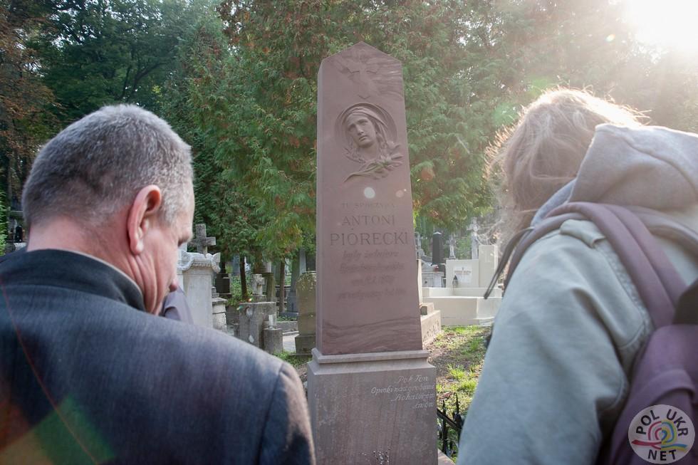Надгробок Антоні Піорецкі