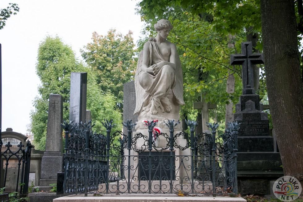 Надгробок родині Кровжинських