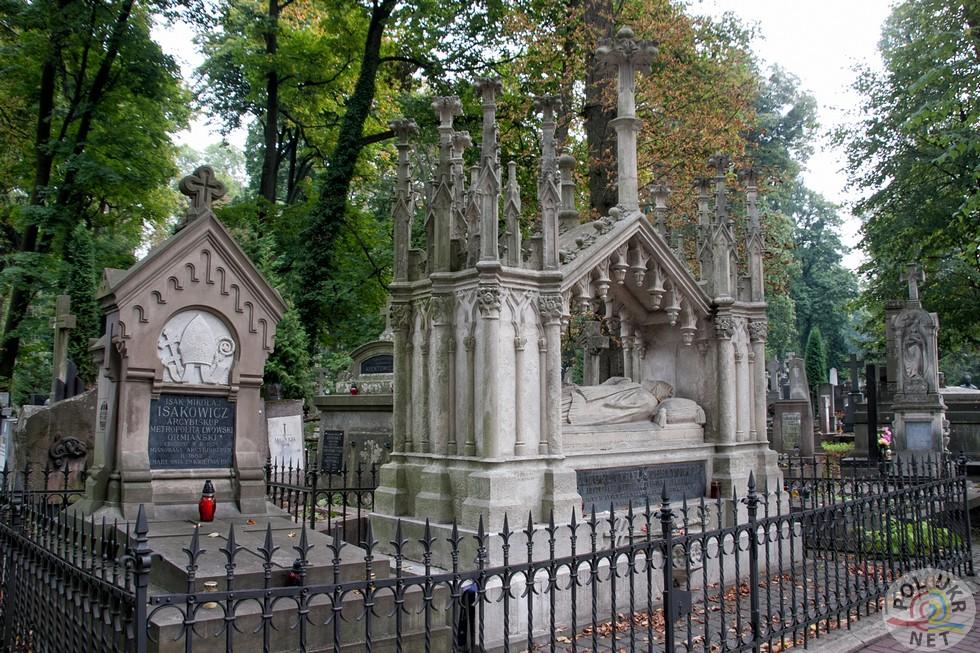 Надгробоки священникам вірменського обряду Ісаку Ісаковічу та Самуелю Стефановічу