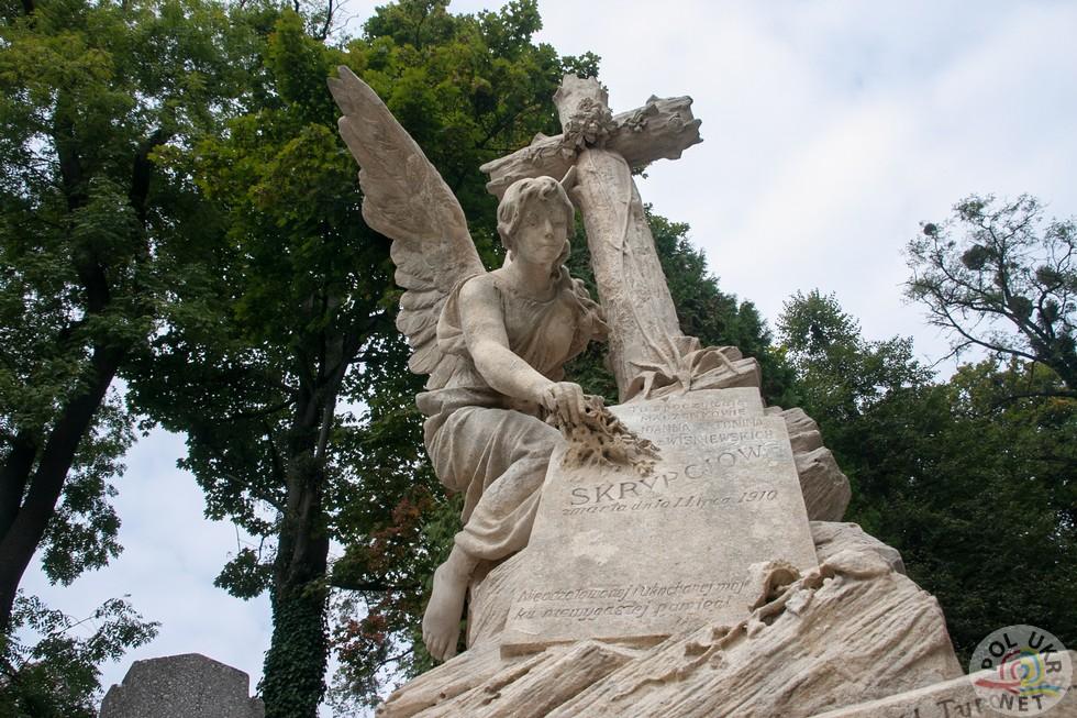 Міністерство культури і національної спадщини Республіки Польща з 2008 року фінансує реставраційні роботи на Личаківському цвинтарі у Львові. Надгробок родини Скрипців відреставрований  цьогоріч.