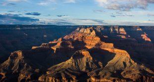 Глибина каньйону сягає 1829 метрів.