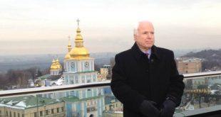 Джон Маккейн у Києві в грудні 2013 року. Фото: facebook.com/johnmccain