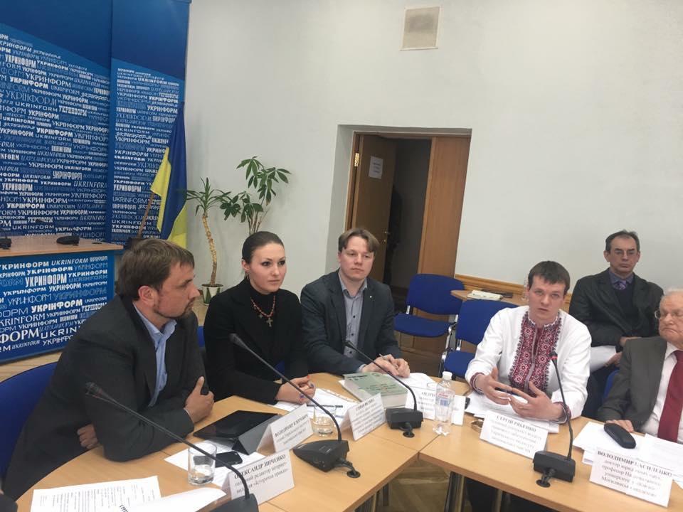 """Круглий стіл """"Акція """"Вісла""""- злочин польського комуністичного режиму. Фото: facebook.com/volodymyr.viatrovych"""