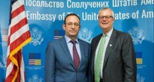 Олег Коземко й Ерні Трешер. Фото: centrenergo.com