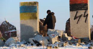 Знищений пам'ятник вбитим полякам у лютому 1944 року у тодішньому селі Гута-Пеняцька, Бродівський район, Львівщина, 10 січня 2017 року. Джерело: radiosvoboda.org