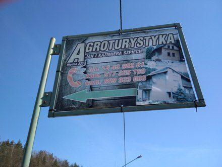 Реклама агротуристики в польському селі на Підкарпатті / Фото Ігоря Тимоця.