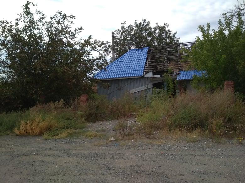 Розбомблений магазин у Пісках під Донецьком. / Фото Ігоря Тимоця.