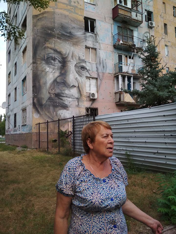Жителька Авдіївки, яку художник намалював на муралі. / Фото Ігоря Тимоця.