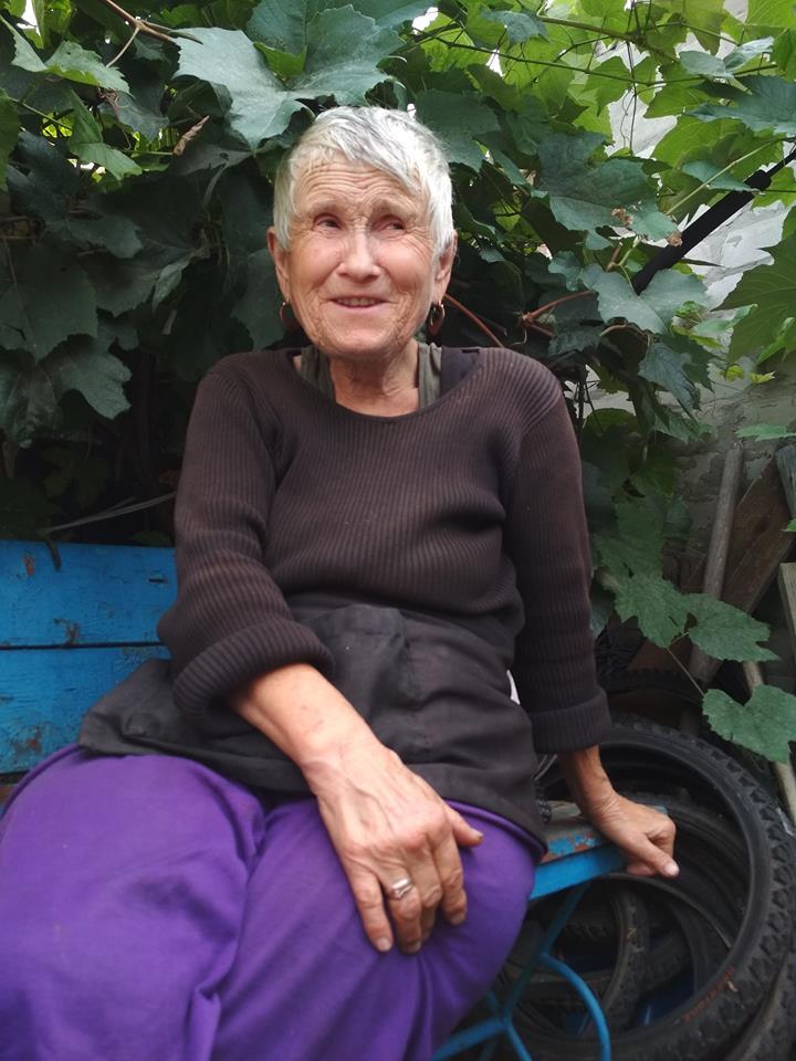 Жителька з окраїн Авдіївки. / Фото Ігоря Тимоця.