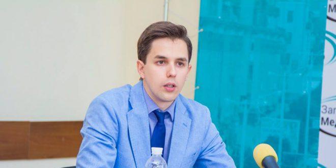 """Аналітик фонду """"Демократичні ініціативи"""" Руслан Кермач.  Фото : facebook.com/kermachruslan"""