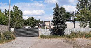 Вхід на територію фірми, де працював Василь Чорній. / Фото Gazeta Wyborcza