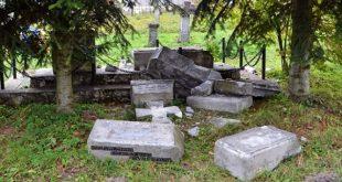 Поруйнована надмогильна пам'ятка в селі Верхрата / Фото zlubaczowa.pl