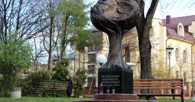 Пам'ятник жертвам депортації в Тернополі. Фото: freckle06.livejournal.com