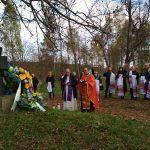 Молебень за 62-ма упівцями, похованими у спільній могилі, та іншими покійниками, які спочивають на цвинтарі. / Фото Ігоря Тимоця