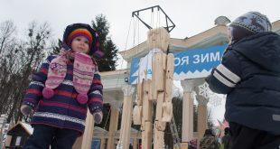 Гігантську дерев'яну маріонетку презентували воїни АТО у Львові