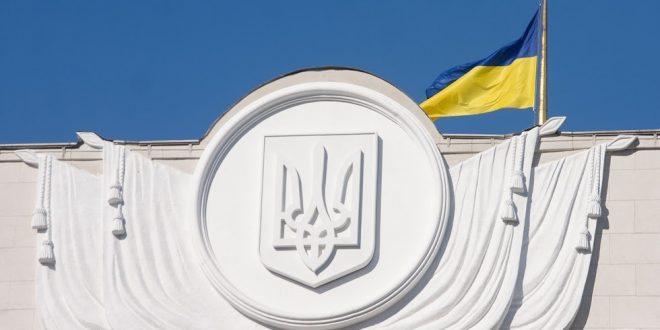Прапор над будинком Верховної Ради України. Фото: POLUKR.net / Андрій Поліковський