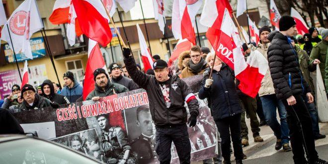 """Марш польських націоналістів в пам'ять про """"Проклятих солдатів"""", які чинили злочини проти етнічних меншин Польщі після ІІ світової війни. / Фото Polskie Radio Białostok"""